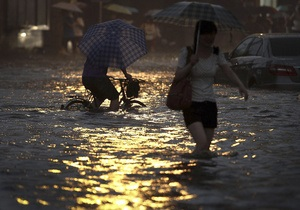 В Китае жертвами наводнения стали более 350 человек