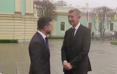 Зеленский проводит встречу с премьером Чехии