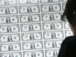 Доллар на межбанке продолжает дешеветь