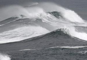 Греческий танкер попал в шторм в Атлантическом океане: есть погибшие