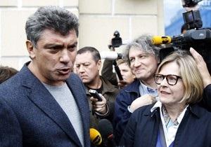 Немцова отпустили из милиции с официальным предостережением