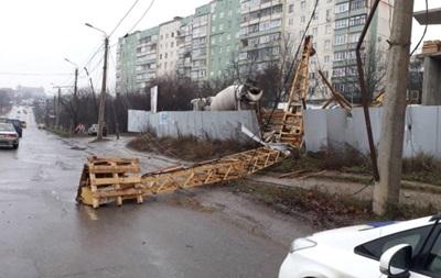 В Черновцах упал строительный кран
