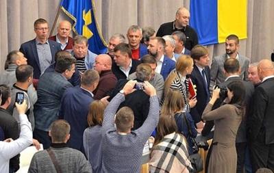 У Полтаві депутати побилися через ринок землі