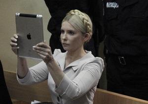 Перед завтрашним заседанием суда Тимошенко просит совета у пользователей Twitter