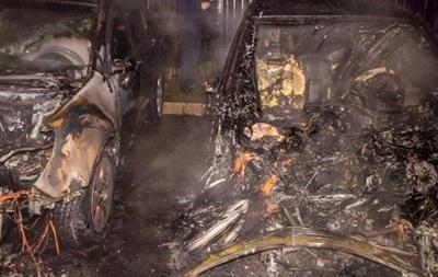 У Дніпрі вночі згоріли відразу кілька автомобілів