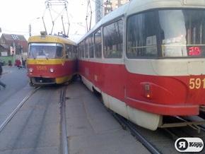 Столкновение двух трамваев в Киеве: есть травмированные