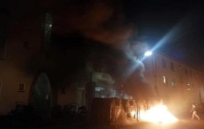 У Гаазі протестувальники палять шини