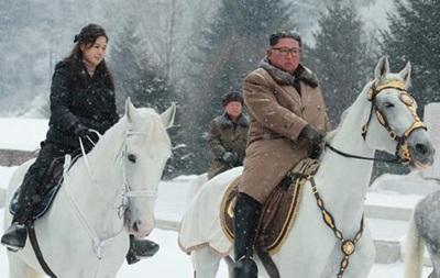 Кім Чен Ин проїхався на коні, щоб  підняти революційний дух