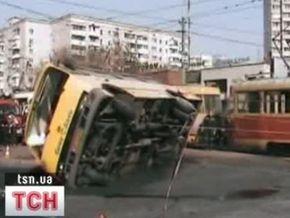 В Киеве трамвай столкнулся с маршруткой