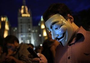 В Москве  гуляющие  оппозиционеры переместились на Арбат