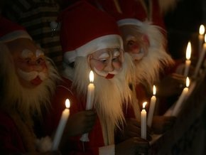 Во Франции неизвестные утопили куклу Деда Мороза, разграбили его сани, но не тронули оленей