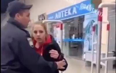 Школярки влаштували п яний дебош в ТРЦ Києва. 18+