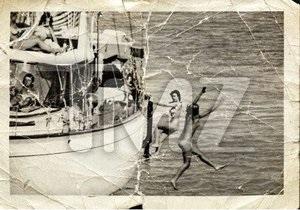 Обнародована неизвестная фотография Джона Кеннеди в компании обнаженных женщин