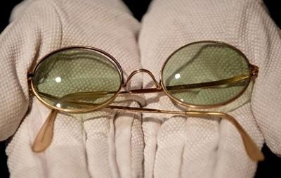 На аукционе Sotheby s продали очки Джона Леннона