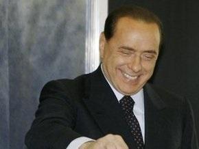 Берлускони пообещал привезти итальянским рабочим женщин