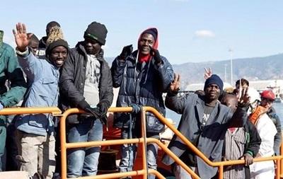 У берегов Мальты спасли сотню мигрантов