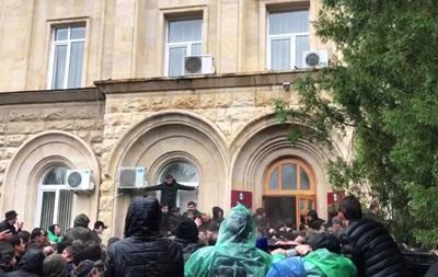 Победа протеста. Что происходит в Абхазии