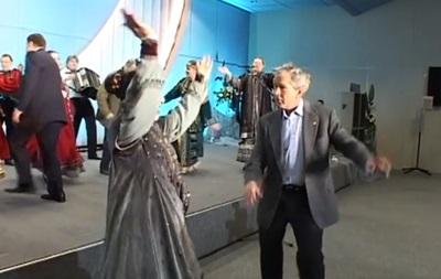 Кремль опублікував відео, як танцюють Путін і Буш