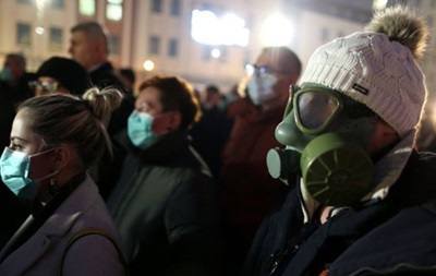 Смог в Европе: люди вышли на улицы в противогазах