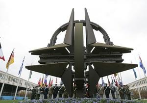НАТО не намерена отправлять миротворцев в Ливию после ухода Каддафи