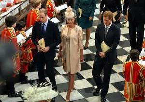 Новости Великобритании: Дальнобойщик из Литвы связал платье для Кейт Миддлтон