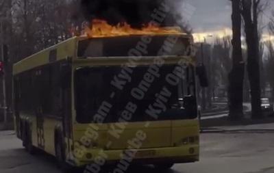 У Києві помітили  вогненний тролейбус