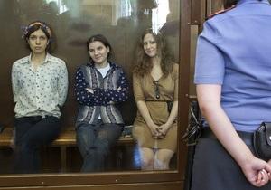 Reuters: Pussy Riot допели панк-молебен в суде