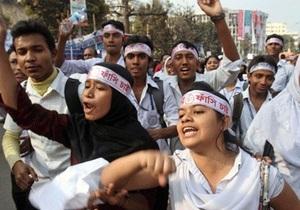 В Бангладеш после вынесения смертного приговора исламисту начались массовые беспорядки. Погибли более десяти человек
