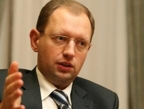 Яценюк связывает падение гривны с отсутствием второго транша МВФ