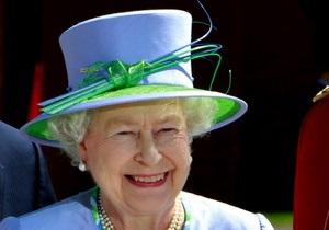 Королева Великобритании впервые за 90 лет прибыла в Ирландию