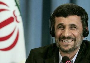 Обмен любезностями: Ахмадинеджад подарил Пан Ги Муну ковер