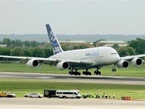 В аэропорту на Кипре пилотов слепят мощным лазером