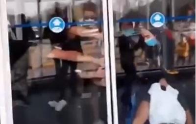 У Борисполі поліція ганялася за пасажирами, які повернулися з В єтнаму