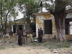 Не менее 14 человек погибли при взрыве бомбы в Пакистане