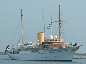 В Дании пьяный моряк врезался в королевскую яхту