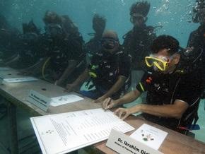 Фотогалерея: Правительство Мальдив ушло под воду