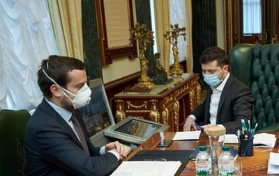 Більш як половина українців підтримує боротьбу Зеленського з коронавірусом