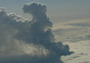 Облако вулканического пепла перемещается из Европы в Атлантику