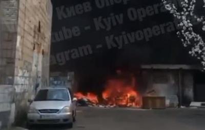 В Киеве на Троещине произошел пожар со взрывами