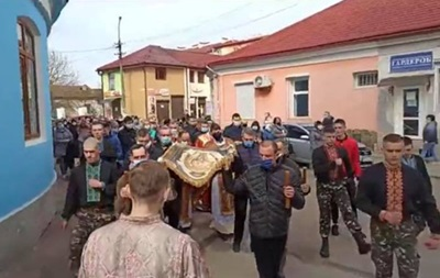 На Львівщині священик організував хресний хід, незважаючи на карантин