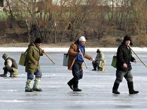 В Киеве запретили ловить рыбу в зимний период
