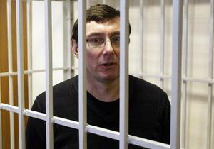 Суд объявил недельный перерыв в деле Луценко