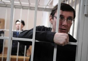 Луценко удален из зала суда за нарушение порядка