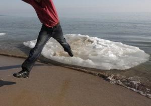 В Черкассах спасли пьяного мужчину в домашних тапочках, дрейфовавшего на льдине