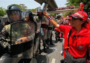 Премьер Таиланда объявил в Бангкоке чрезвычайное положение