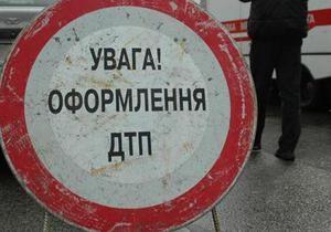 На проспекте Бажана в Киеве перевернулся ЗИЛ