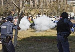 В ЮАР раскол правящей партии обернулся массовыми беспорядками