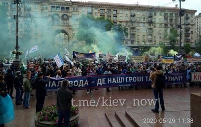 Митингующие перекрыли Крещатик