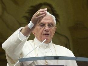 Папа римский появился на публике без гипса