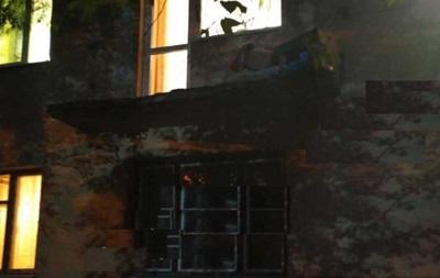 Во Львове три человека выпали с балкона из-за обвала перил